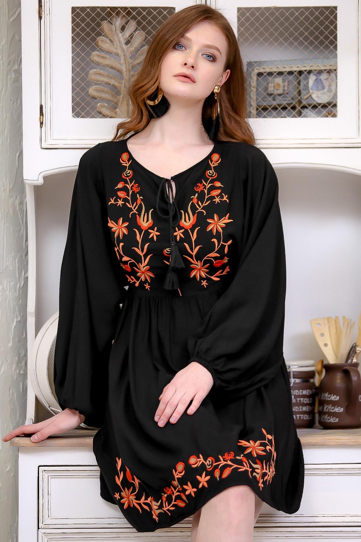 Chiccy Kadın Siyah Retro Çiçek Nakış Detaylı Balon Kol Dokuma Astarlı Elbise  M10160000EL97273 0