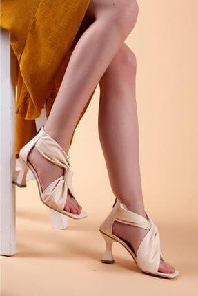 Kadın Krem Rengi Klasik Topuklu Ayakkabı TER001