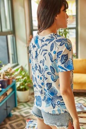 Olalook Kadın Ekru Mavi Çiçek Baskılı T-shirt TSH-19000161 3