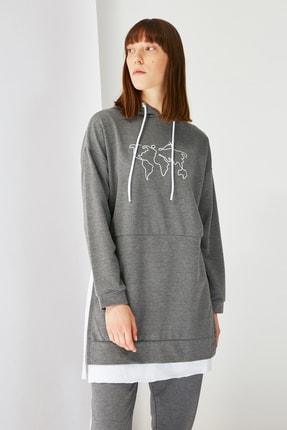 Trendyol Modest Antrasit Baskılı Kapüşonlu Örme Sweatshirt TCTSS21SW0400 4