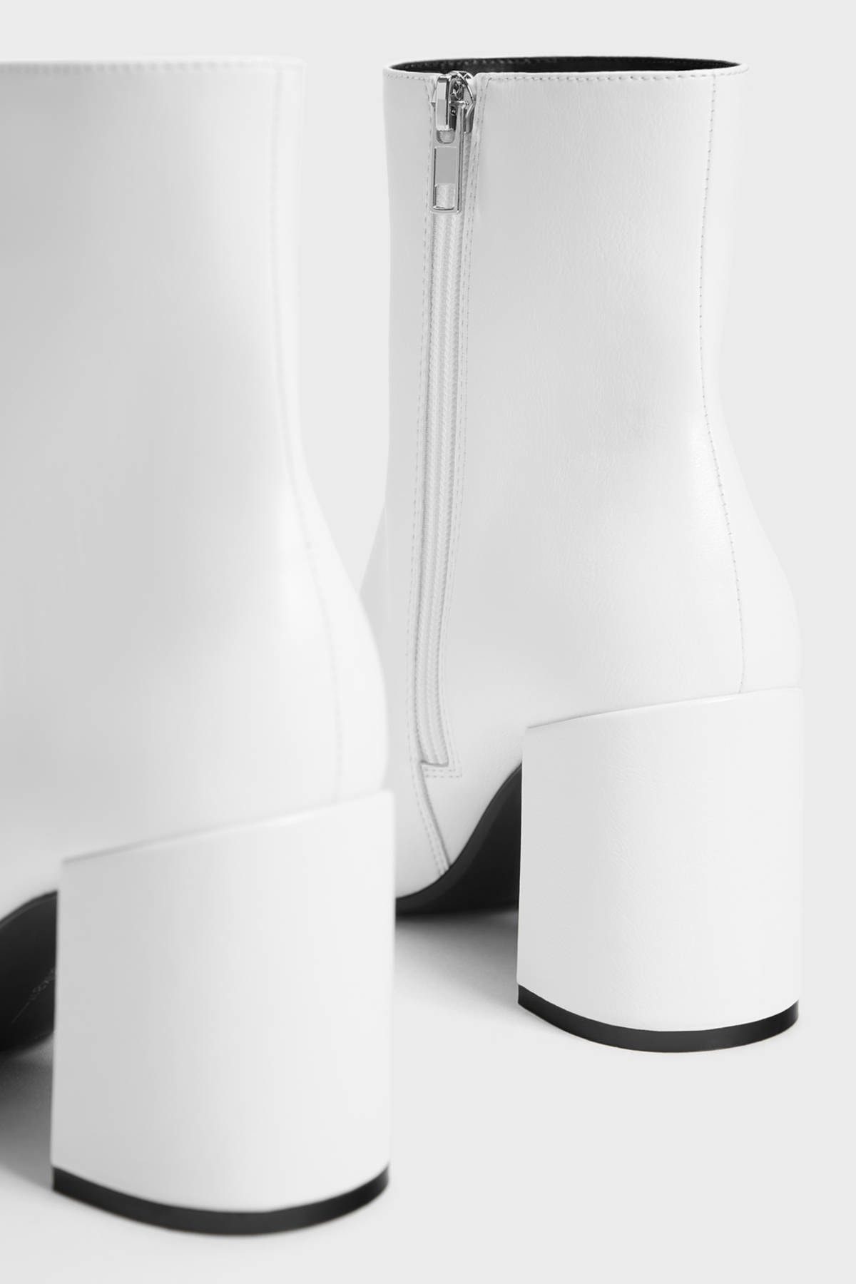 Bershka Kadın Beyaz Fermuarlı Ve Topuklu Bilekte Bot 11109560 4