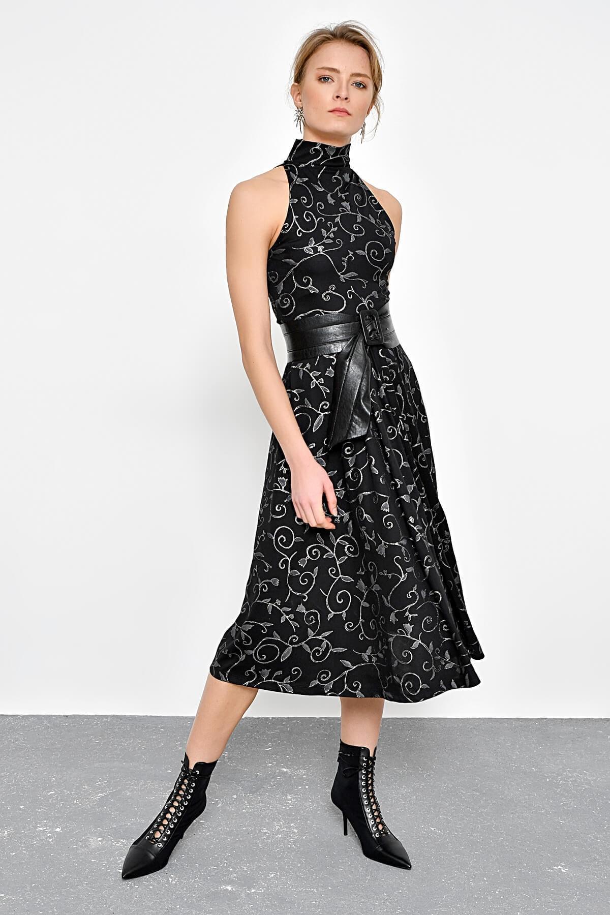 Kadın Siyah Varak Baskı Desenli Kolsuz Elbise HN2311