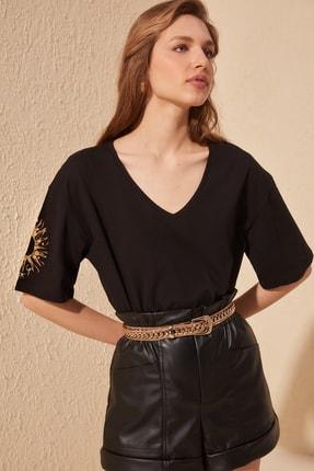 TRENDYOLMİLLA Siyah Kol Nakışlı Loose Kalıp Örme T-Shirt TWOSS20TS0285 3
