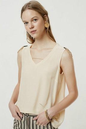 Yargıcı Kadın Şampanya Omuz Detaylı Bluz 0YKGM6145X 1