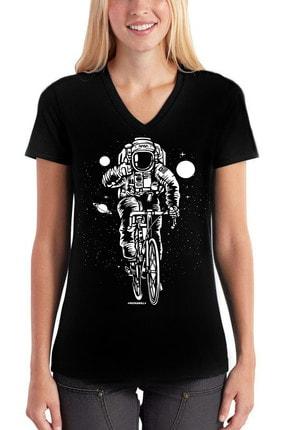 تصویر از Bisikletli Astronot Siyah V Yaka Kısa Kollu Kadın T-shirt