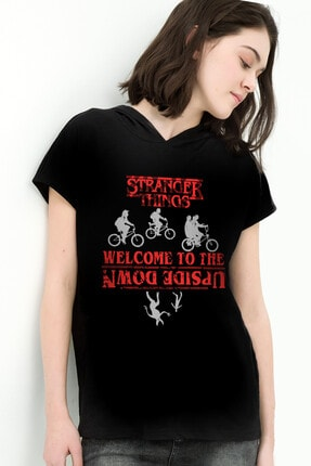 تصویر از Bisikletli Stranger Things Siyah Kapşonlu Kısa Kollu Kadın T-shirt