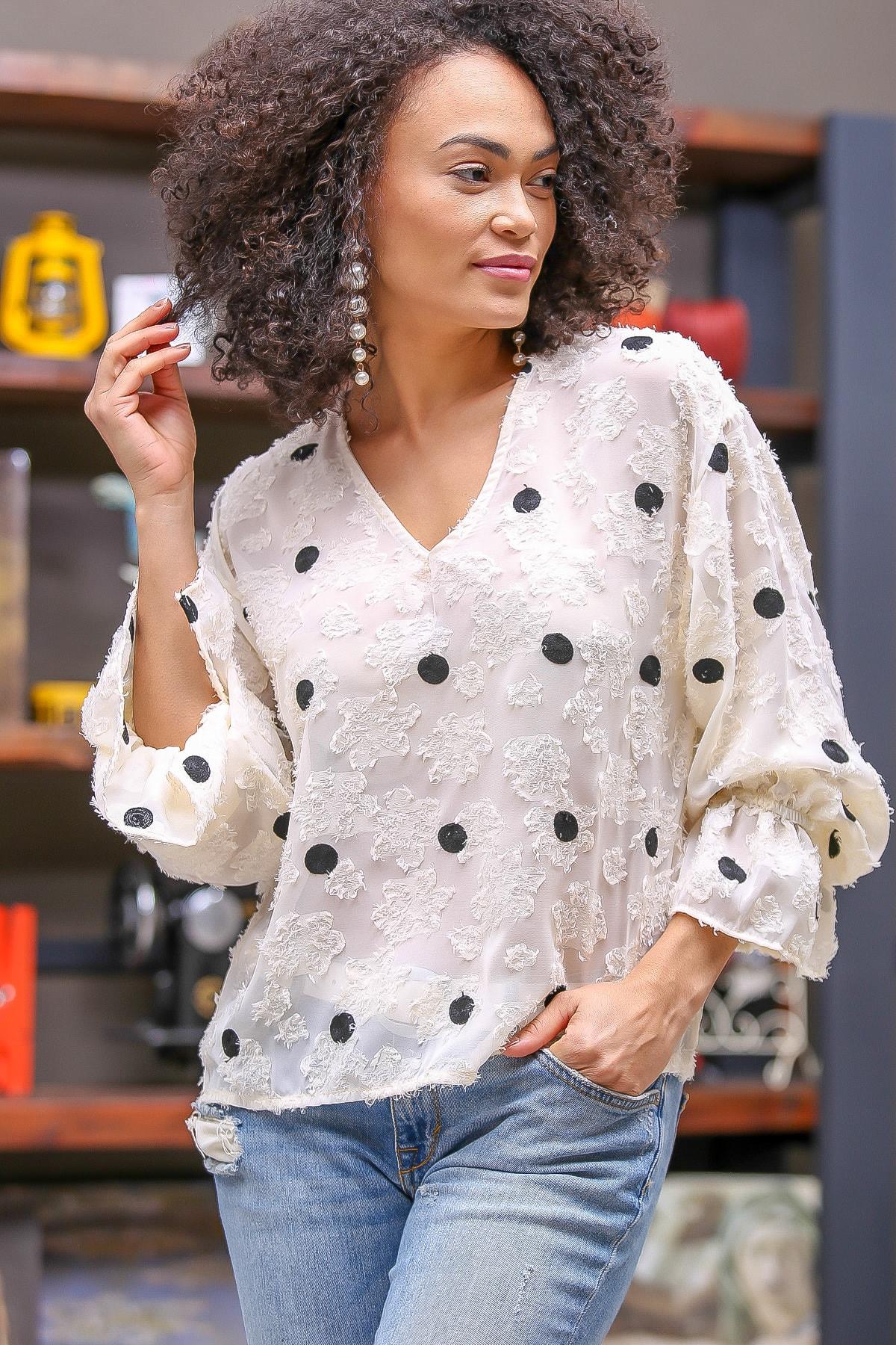 Kadın Ekru Retro Dev Puan Nakışlı Kolları Volanlı Bluz M10010200BL96358