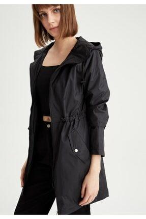 Defacto Kadın Siyah Kapüşonlu Beli Büzgülü Relax Fit Yağmurluk 4